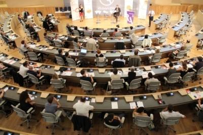 Assemblée générale dans la salle du conseil